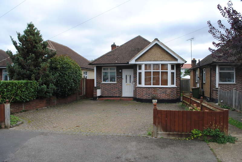 2 Bedrooms Detached Bungalow for sale in West Molesey