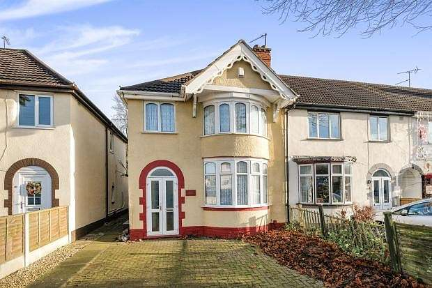 3 Bedrooms Semi Detached House for sale in Forest Road, Dudley, DY1