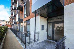 2 Bedrooms Flat for sale in William House, Ringers Road, Bromley, Kent