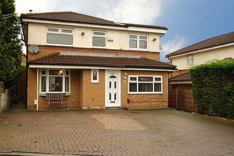 4 Bedrooms Detached House for sale in 8 Ferndown Avenue, Chadderton, Oldham