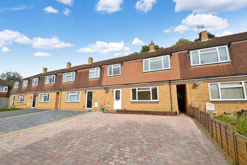 3 Bedrooms House for sale in Laxton Gardens, Merstham, RH1 3NJ