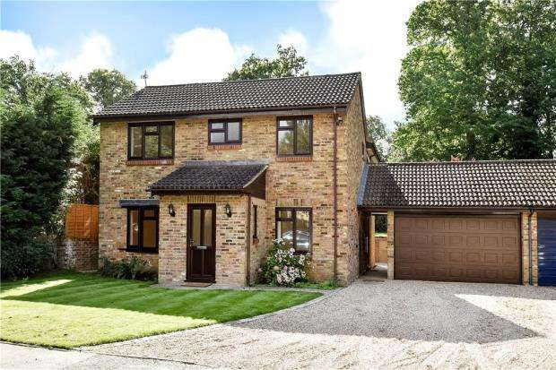 4 Bedrooms Link Detached House for sale in Forest End Road, Sandhurst, Berkshire