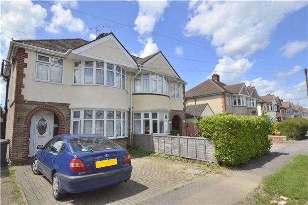 3 Bedrooms Semi Detached House for sale in Horley, RH6