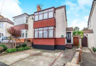 2 Bedrooms Semi Detached House for sale in Haig Avenue, Rochester, Kent