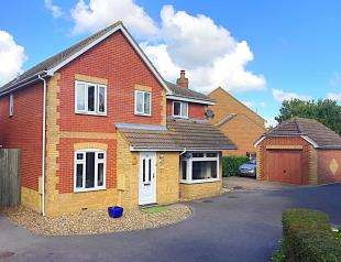 4 Bedrooms Detached House for sale in Helen Thompson Close, Iwade, Sittingbourne