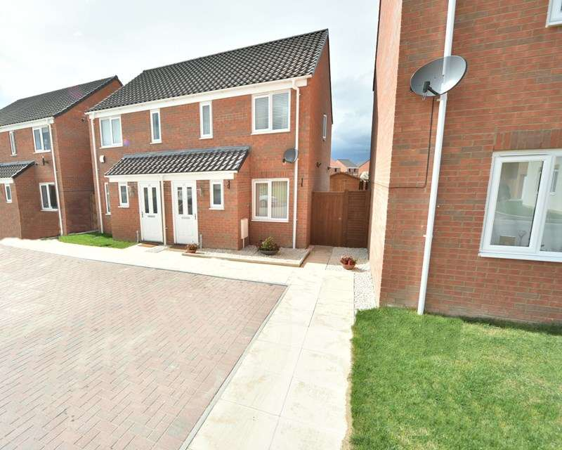2 Bedrooms Semi Detached House for sale in Smokehouse, Beck Row, Bury St. Edmunds