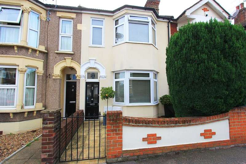 4 Bedrooms Terraced House for sale in Brooklands Road, Romford, London, RM7 7DX