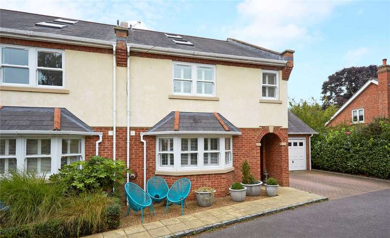 4 Bedrooms Semi Detached House for sale in Hidden Close, West Molesey, Surrey, KT8