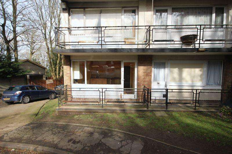 Studio Flat for sale in Ruthin Close, Luton