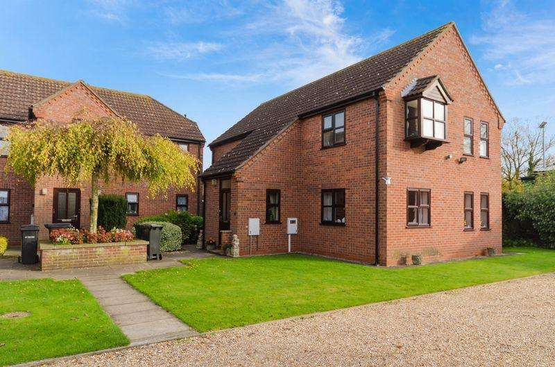 2 Bedrooms Flat for sale in Rollestone Court, Bridge Street, Horncastle