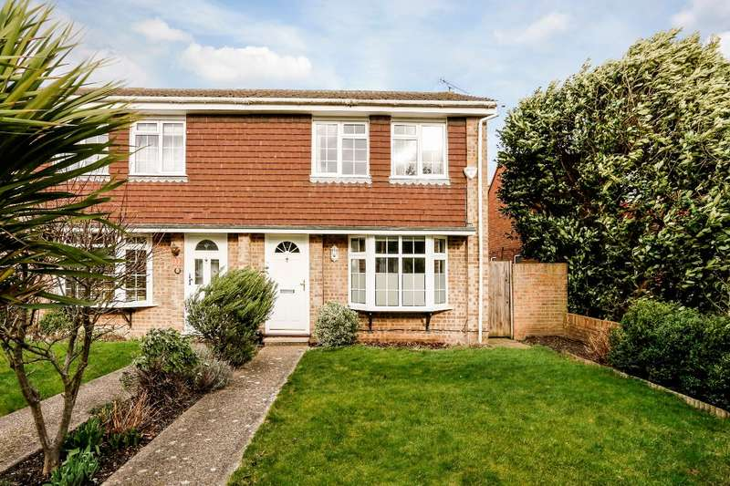 2 Bedrooms Terraced House for sale in Lyneham Gardens, off Cranbrook Drive, Maidenhead