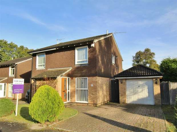 2 Bedrooms Semi Detached House for sale in Meadowsweet Road, Creekmoor, POOLE, Dorset