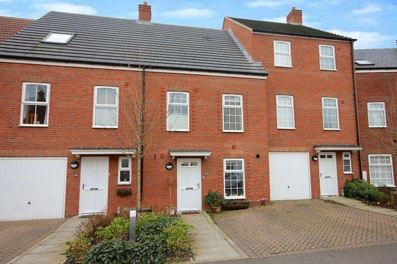 4 Bedrooms Terraced House for sale in Ver Brook Avenue, Markyate **** 4 BEDROOM TOWNHOUSE ****