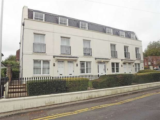 2 Bedrooms Flat for sale in Westerly Mews, Canterbury, Kent