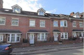 3 Bedrooms Town House for sale in De Brompton Villas, Newcastle , Staffs, ST5 2BD