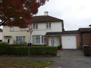 3 Bedrooms Semi Detached House for sale in Uvedale Crescent, New Addington, Croydon, Surrey