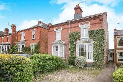 4 Bedrooms Semi Detached House for sale in Somerleyton Avenue, Kidderminster, Worcestershire