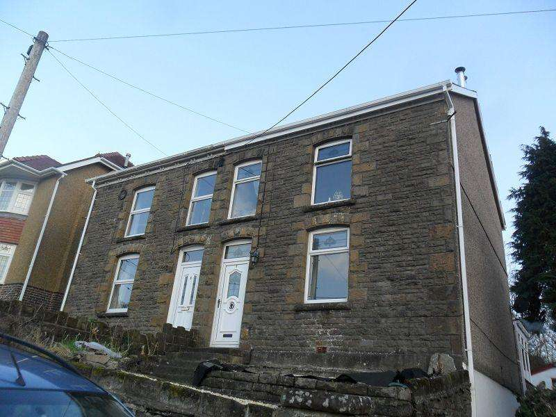 3 Bedrooms Semi Detached House for sale in Heol Y Parc , Alltwen, Pontardawe.