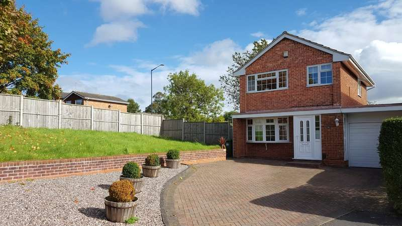 3 Bedrooms Semi Detached House for sale in Hicks Close, Warwick