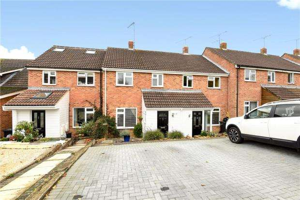 3 Bedrooms Terraced House for sale in Cornfields, Yateley, Hampshire