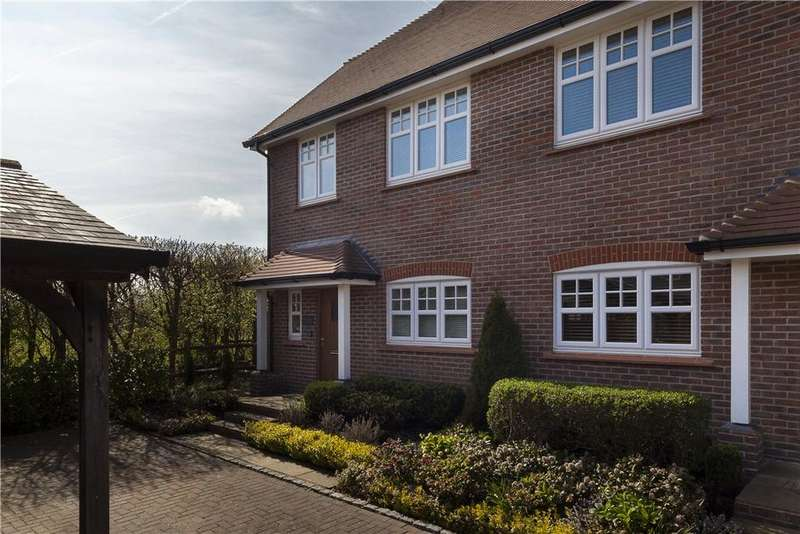 3 Bedrooms Semi Detached House for sale in Farthings Walk, Farthings Hill, Horsham, West Sussex, RH12