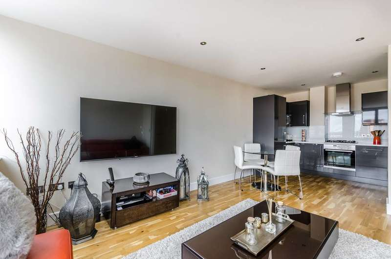 2 Bedrooms Flat for sale in Gayton Road, Harrow, HA1