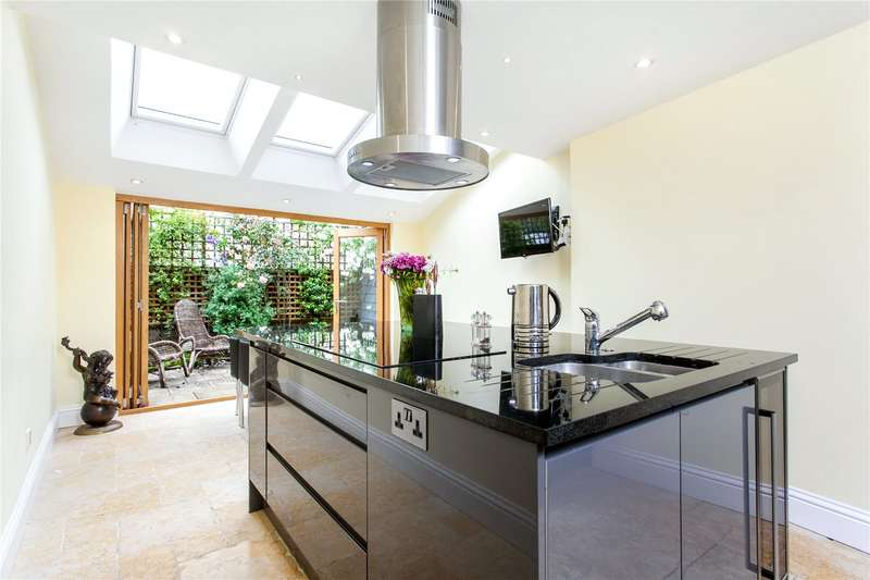 3 Bedrooms Semi Detached House for sale in Southgate Villas, St. James Lane, Winchester, Hampshire, SO23