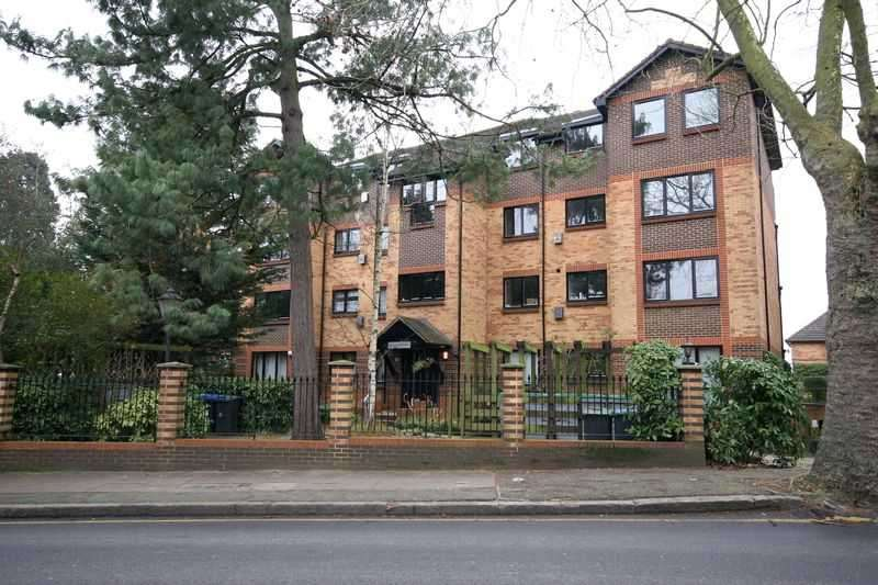 2 Bedrooms Apartment Flat for sale in Blyth Wood Park, Blyth Road, Bromley