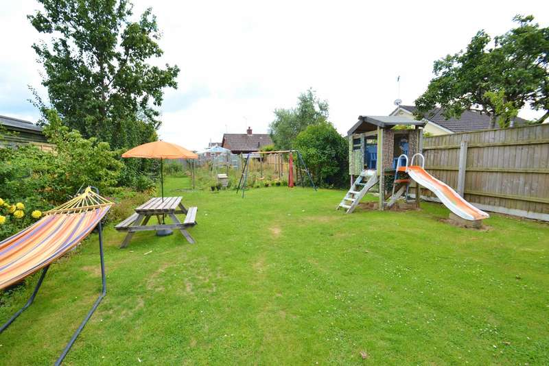 3 Bedrooms Detached Bungalow for sale in Ringwood Town Centre