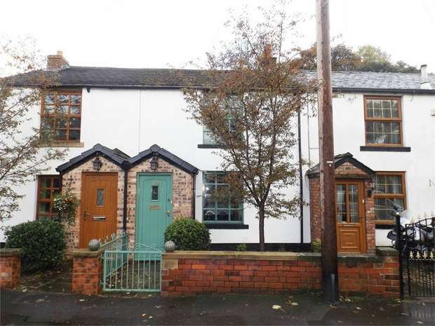 2 Bedrooms Cottage House for sale in Bury Road, Rochdale, Lancashire
