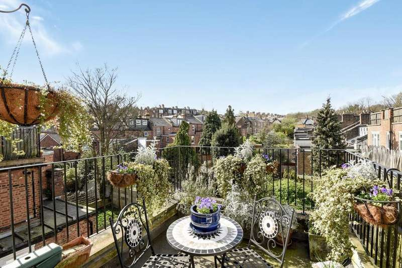 2 Bedrooms Flat for sale in Northwood Road, Highgate