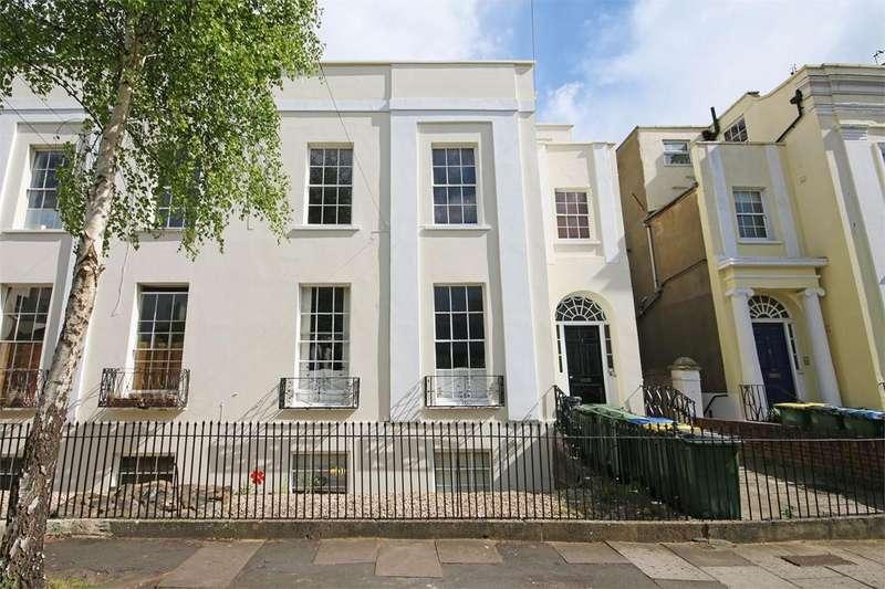 2 Bedrooms Flat for sale in Priory Street, Cheltenham