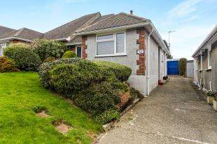 2 Bedrooms Bungalow for sale in Maurice Avenue, Caterham, Surrey