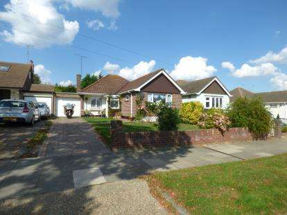 2 Bedrooms Bungalow for sale in Leigh-On-Sea, Essex, England