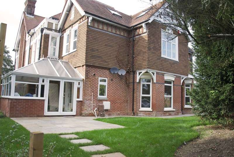 3 Bedrooms Semi Detached House for rent in Manor Way, Lee-On-The-Solent