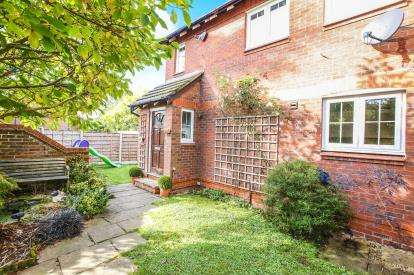2 Bedrooms End Of Terrace House for sale in Sutton Close, Macclesfield, Cheshire
