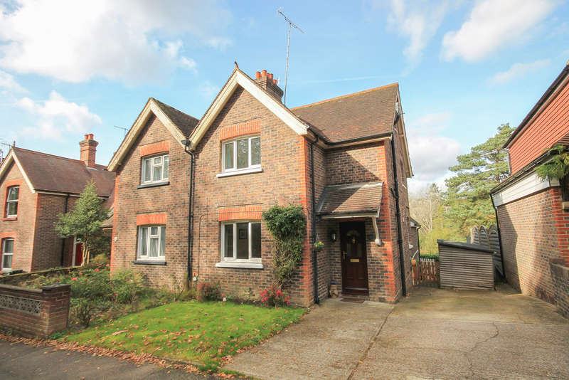 3 Bedrooms Semi Detached House for sale in West Hill, East Grinstead