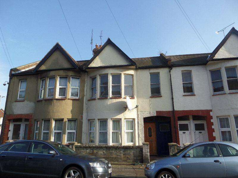 2 Bedrooms Flat for sale in Chase Road, Southend-On-Sea