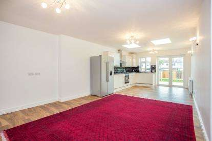 2 Bedrooms Terraced House for sale in Empire Road, Perivale, Greenford, Middlesex