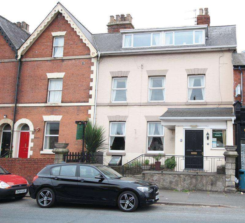 10 Bedrooms Guest House Commercial for sale in North-West City