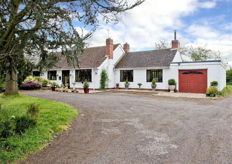3 Bedrooms Detached Bungalow for sale in Wheelcote, Holyhead Road, Cosford Grange, Shifnal, Shropshire, TF11