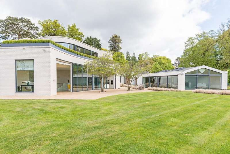 5 Bedrooms House for rent in Wick Lane, Englefield Green, Egham, Surrey, TW20
