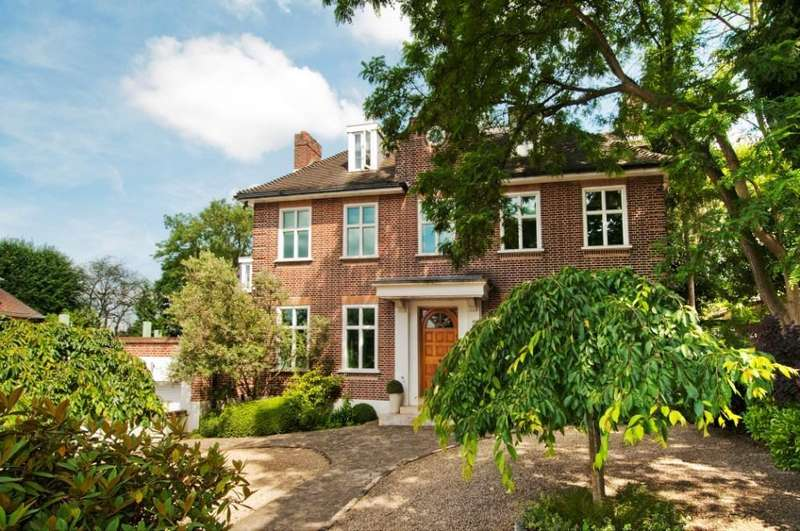 7 Bedrooms House for rent in Hampstead Lane, Highgate, London, N6
