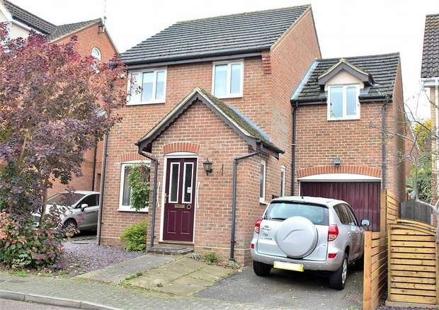 3 Bedrooms Detached House for sale in Dunmow, Essex