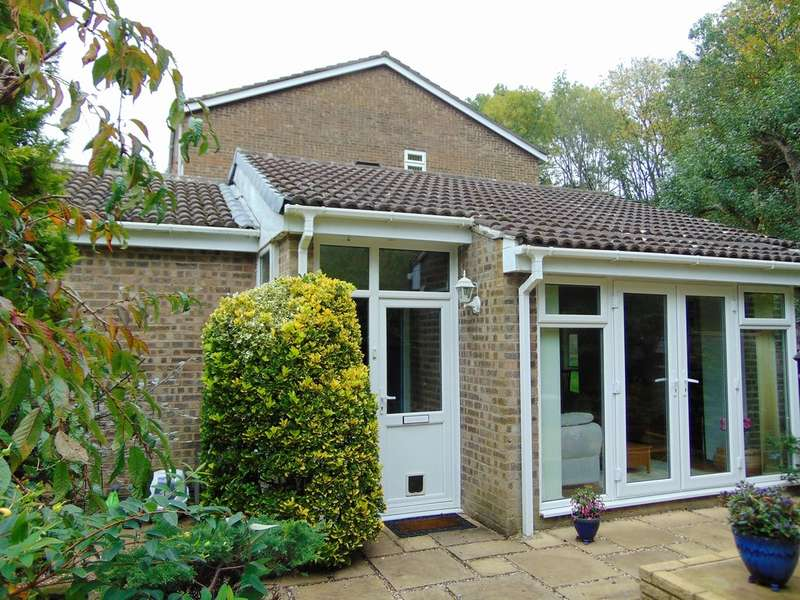 2 Bedrooms Detached Bungalow for sale in Sorrel Bank, Linton Glade, Croydon, CR0 9LZ