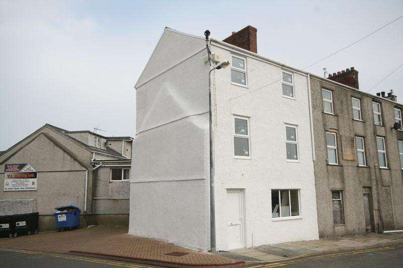 3 Bedrooms Terraced House for sale in Holyhead, Anglesey.