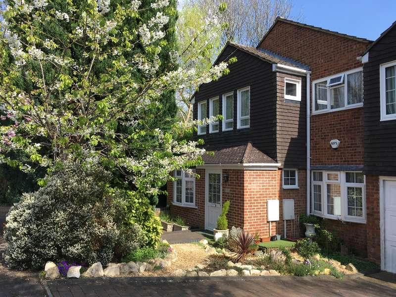 4 Bedrooms End Of Terrace House for sale in Knoll Crescent, Northwood