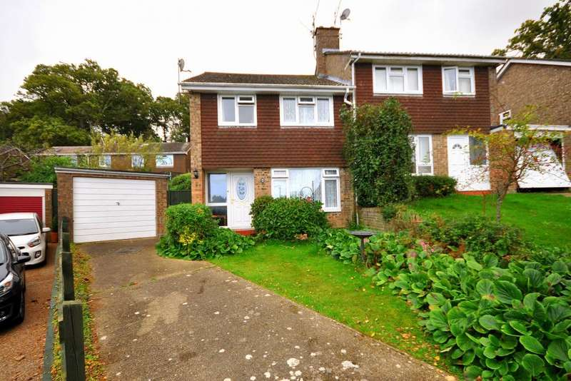 3 Bedrooms Semi Detached House for sale in Grenville Close, Ringwood, BH24 1UJ