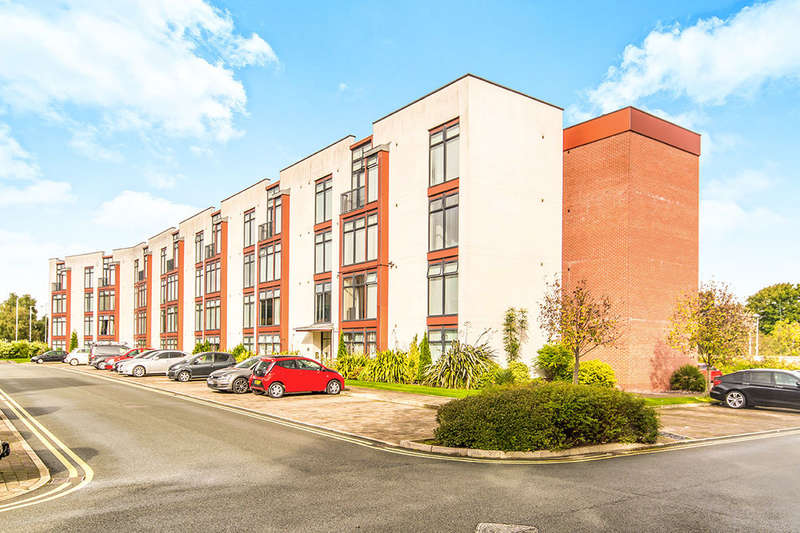 2 Bedrooms Flat for sale in Lauriston Close, Manchester, M22