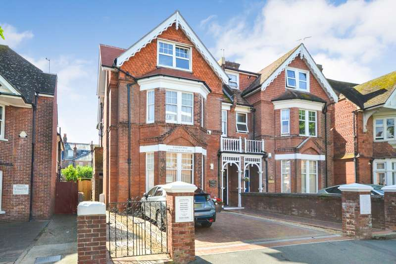 2 Bedrooms Flat for sale in Old Orchard Road, Eastbourne, BN21